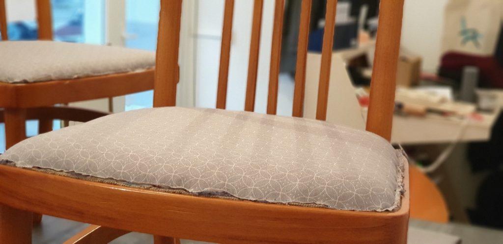 Dans l'atelier de Ramponno - fixation du tissu